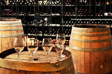 Holzfässer - Weinkeller.jpg